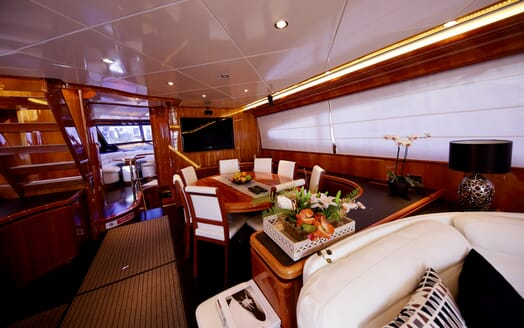 Motor Yacht Jurik dining room