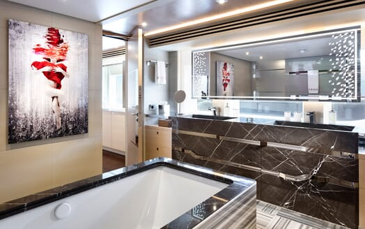 Motor Yacht Book Ends master bathroom