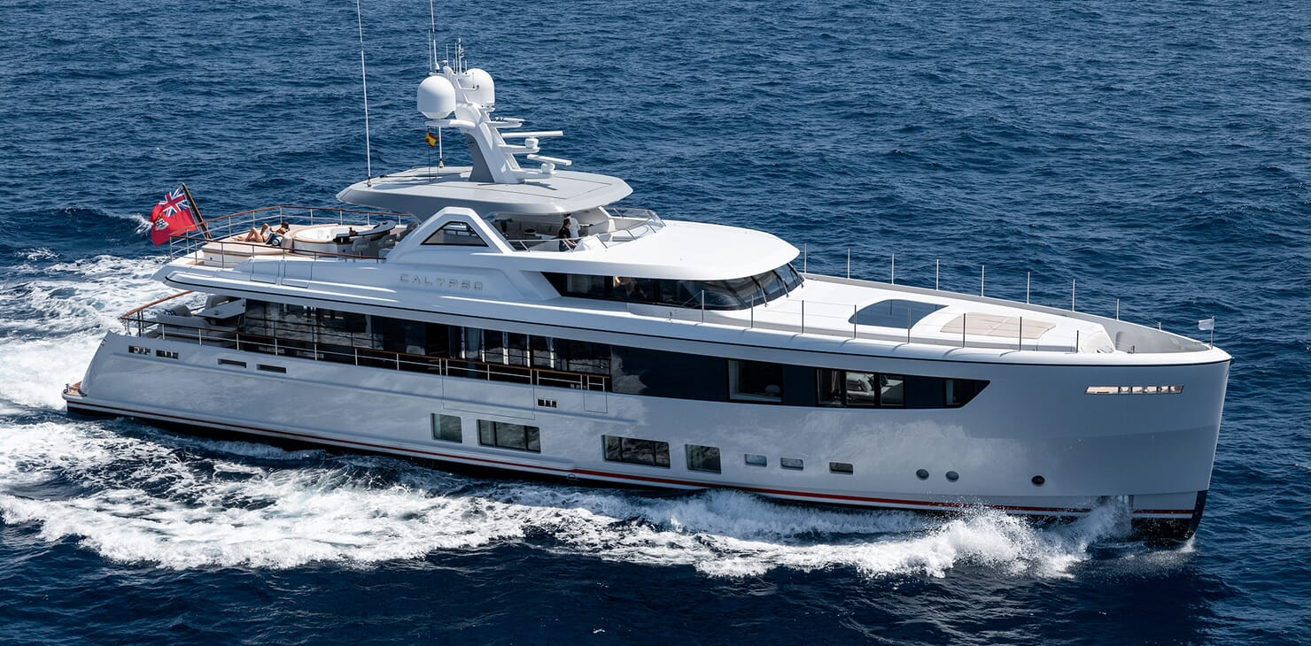 Motor Yacht Calypso Side Profile Running