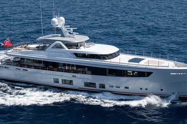 Motor Yacht Calypso Side Profile Running