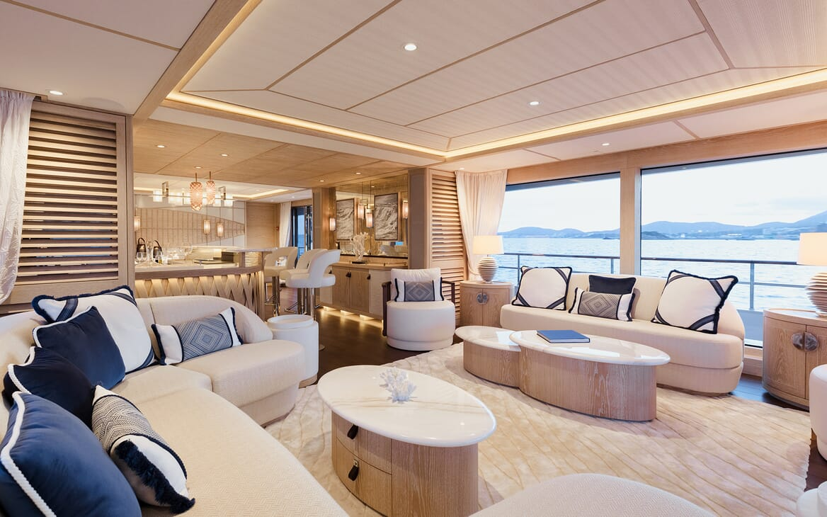 Motor Yacht Calypso Main Saloon