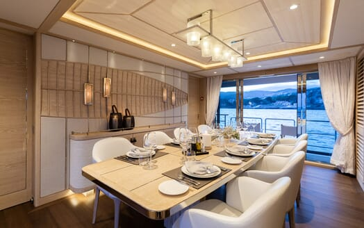 Motor Yacht Calypso Dining Table