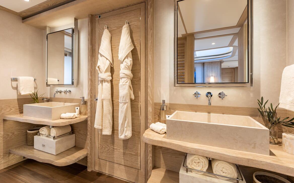 Motor Yacht Calypso Master Bathroom
