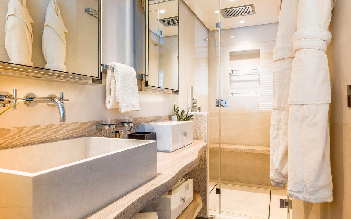 Motor Yacht Calypso Guest Bathroom