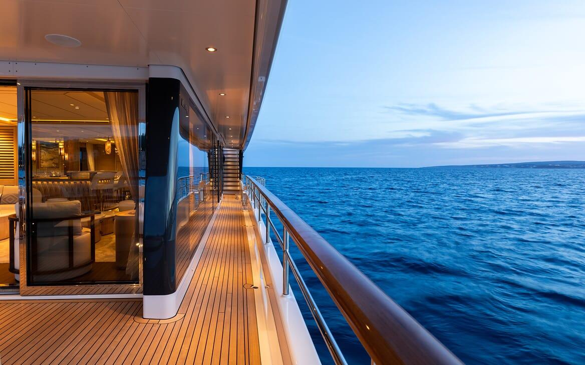Motor Yacht Calypso Walkway