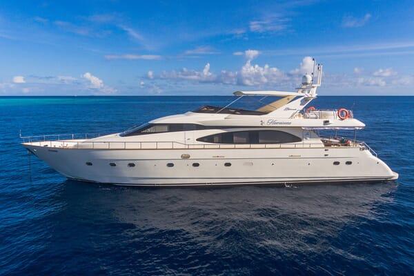 Motor Yacht Nawaimmaa anchored
