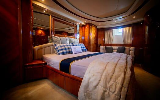 Motor Yacht Nawaimmaa master cabin