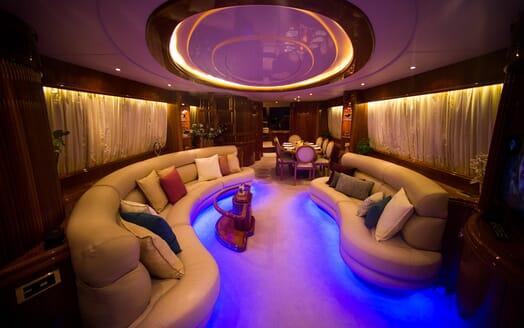Motor Yacht Nawaimmaa saloon