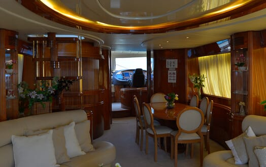 Motor Yacht Nawaimmaa salon
