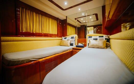 Motor Yacht Nawaimmaa twin stateroom