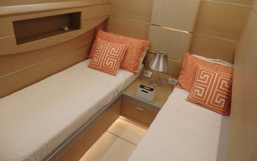 Motor Yacht Fox twin cabin