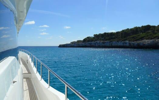 Motor Yacht SAMARIC Walkway