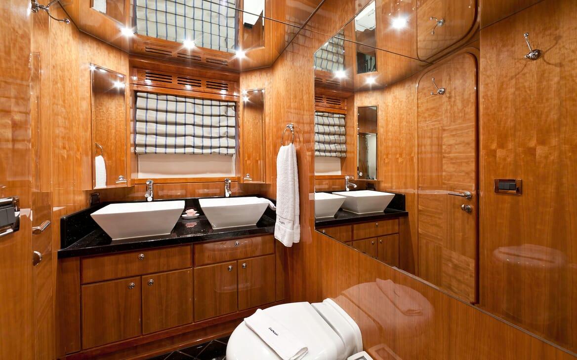 Motor Yacht SAMARIC Master Bathroom