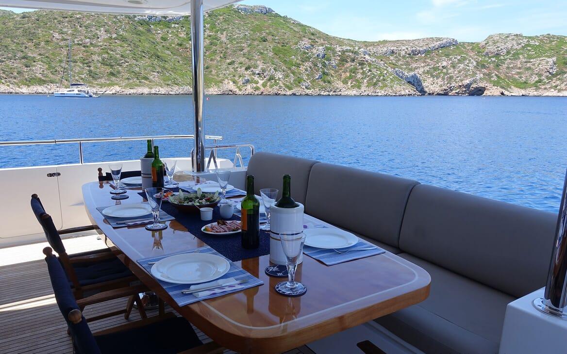 Motor Yacht SAMARIC Aft Dining