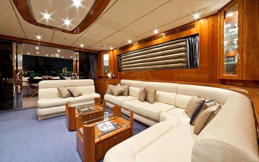 Motor Yacht SAMARIC Main Saloon