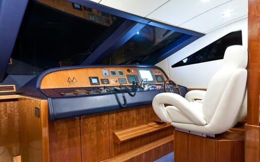 Motor Yacht SAMARIC Wheelhouse