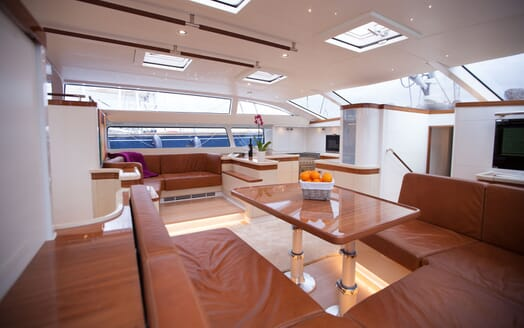 Sailing Yacht Bliss 2 saloon