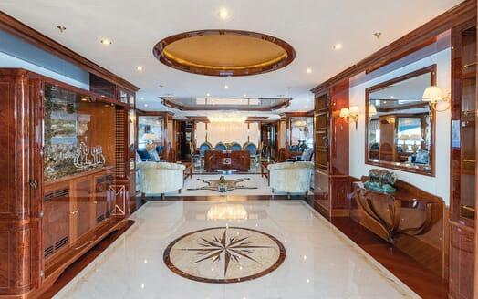 Motor Yacht KARIANNA Main Saloon Hallway