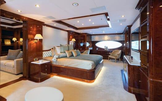 Motor Yacht KARIANNA Master Stateroom