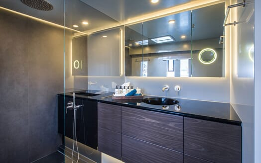 Sailing Yacht SAMADHI Guest Bathroom