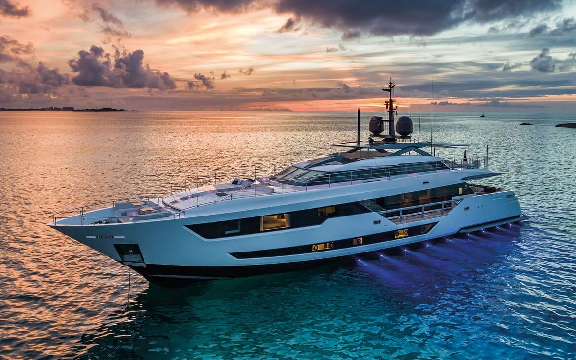 Motor Yacht VISTA BLUE Profile