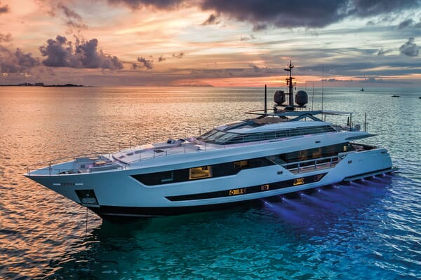Motor Yacht VISTA BLUE Profile
