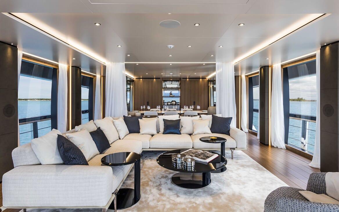 Motor Yacht VISTA BLUE Main Salon