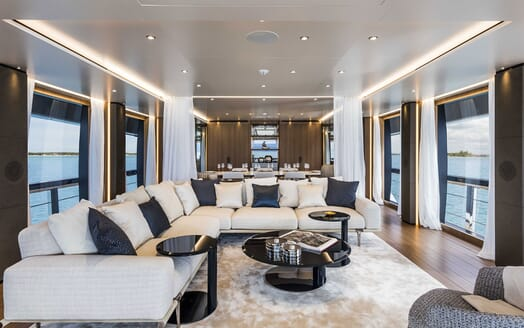 Motor Yacht VISTA BLUE Main Salon
