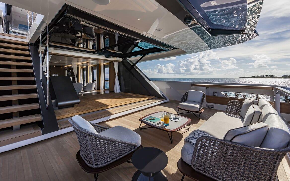 Motor Yacht VISTA BLUE Main Aft Deck