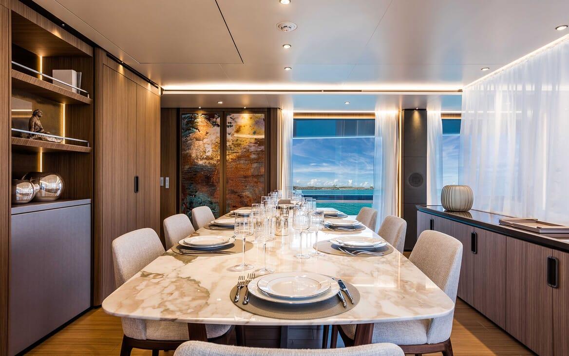 Motor Yacht VISTA BLUE Dining Table