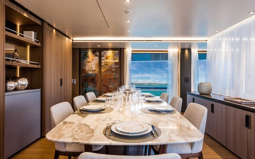 Motor Yacht VISTA BLUE Dining Table