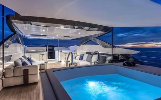 Motor Yacht VISTA BLUE Sun Deck Jacuzzi