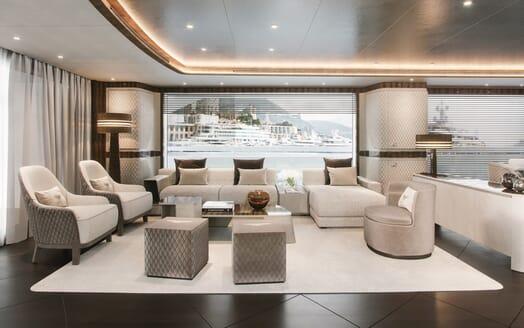Motor Yacht Dynamiq 135 Salon