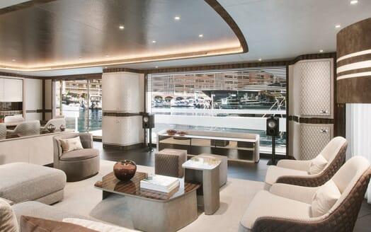 Motor Yacht Dynamiq 135 Saloon