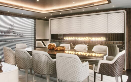 Motor Yacht Dynamiq 135 Dining Table