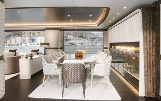Motor Yacht Dynamiq 135 Dining