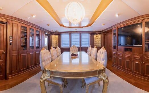 Motor Yacht ELISEA NOVA Dining Table