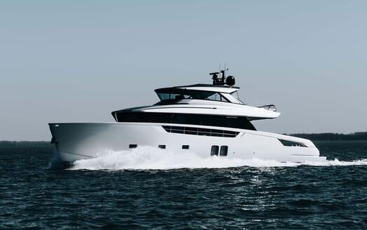 Motor Yacht COCO DE MER Profile Underway
