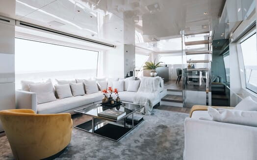 Motor Yacht COCO DE MER Main Deck Saloon