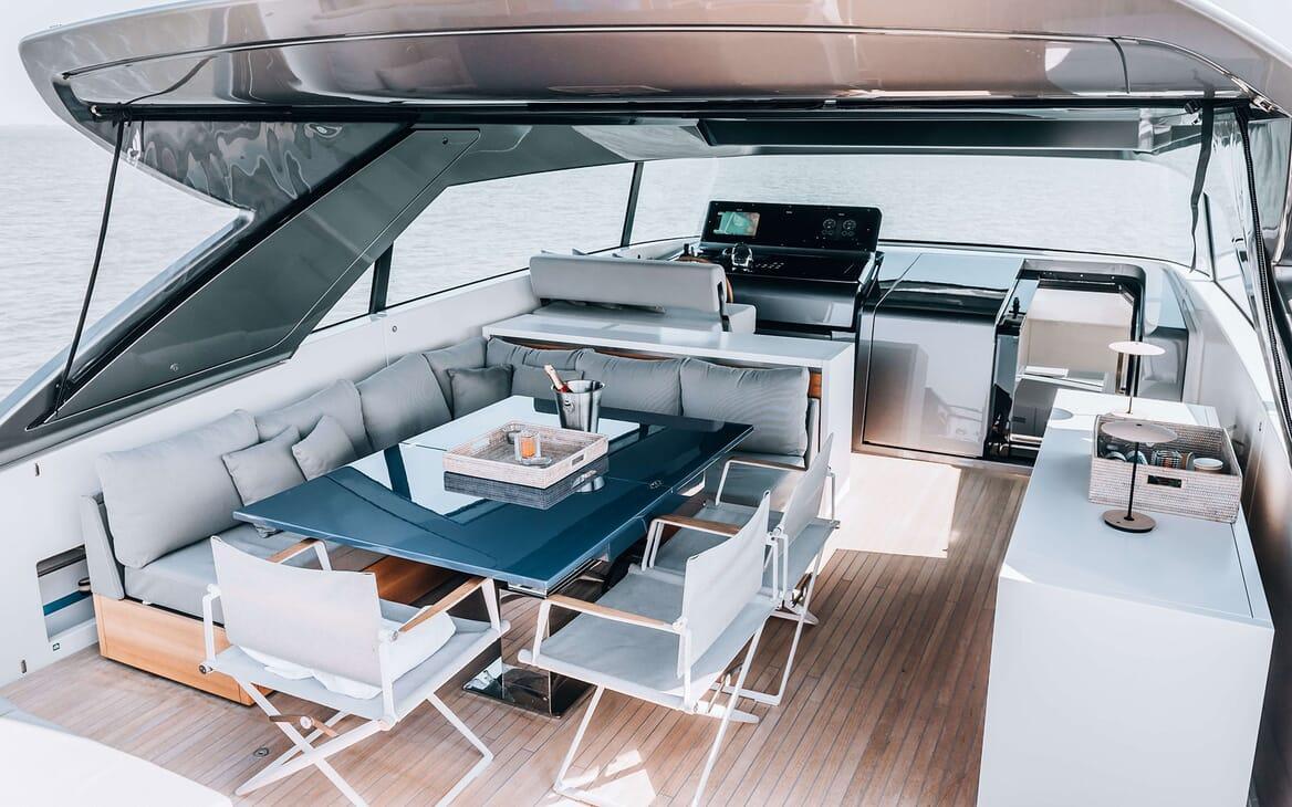 Motor Yacht COCO DE MER Al Fresco Dining