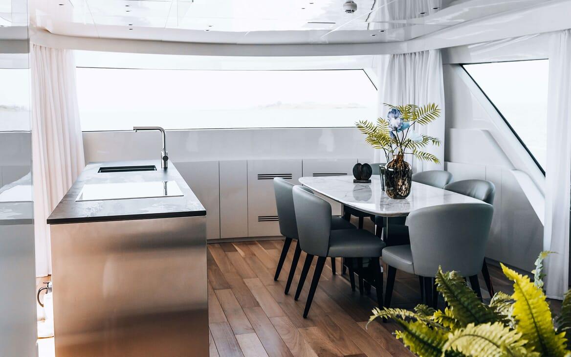 Motor Yacht COCO DE MER Interior Dining Table