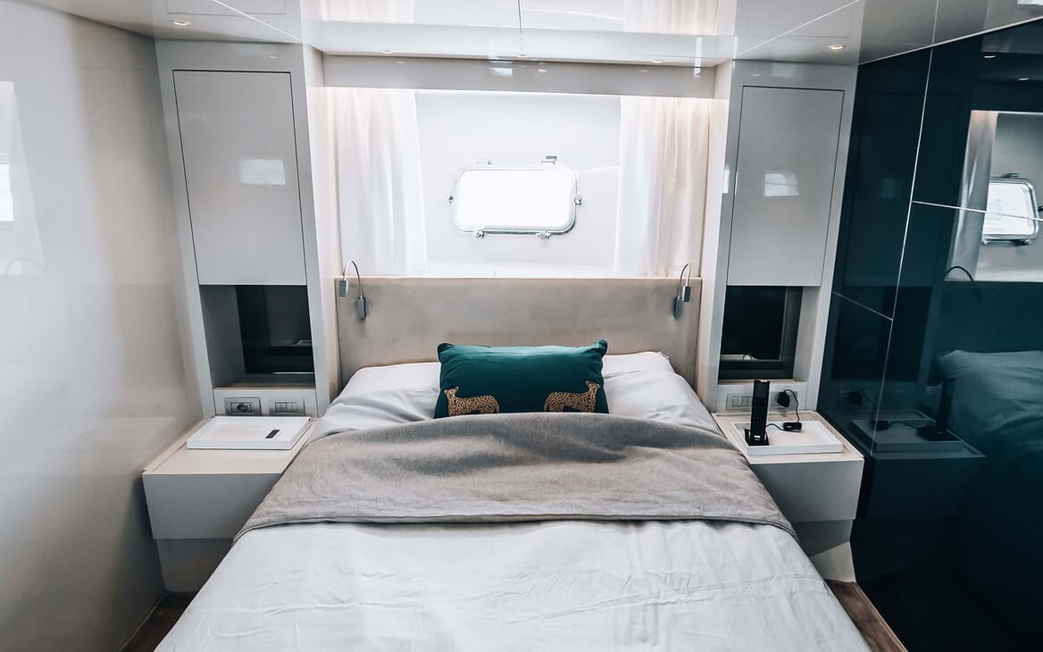 Motor Yacht COCO DE MER Double Guest Stateroom