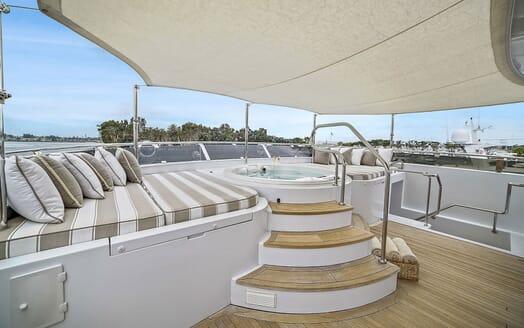 Motor Yacht ELISA Jacuzzi