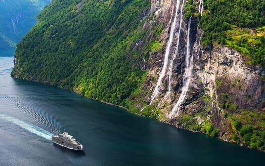 Motor Yacht Cape Hawk running shot