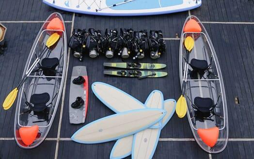 Motor Yacht KUDANIL Watertoys