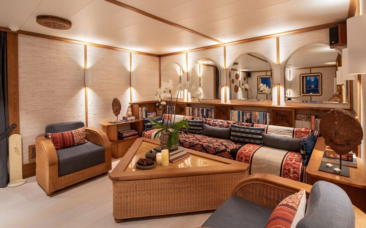 Motor Yacht KUDANIL Reception Room Seating