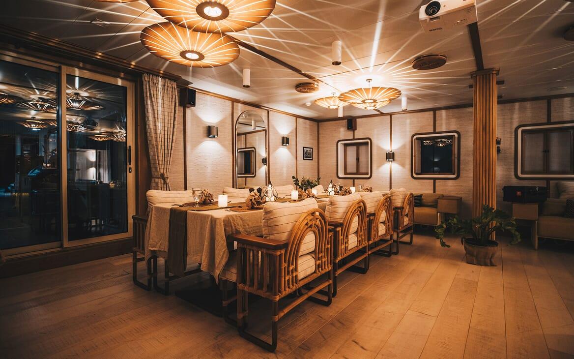 Motor Yacht KUDANIL Dining Table