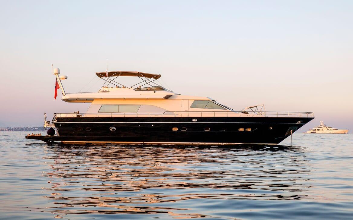 Motor Yacht DIAMS Profile