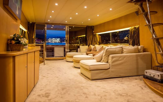 Motor Yacht DIAMS Main Saloon