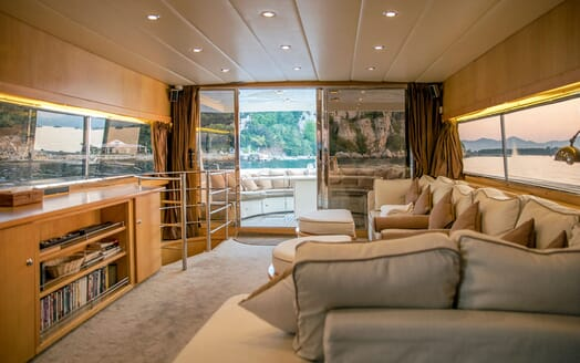 Motor Yacht DIAMS Main Saloon to Aft